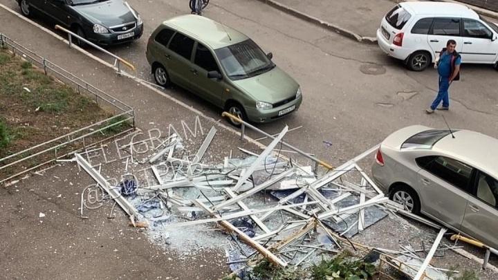 В Уфе прошел ураган: фото разрушений на улицах города