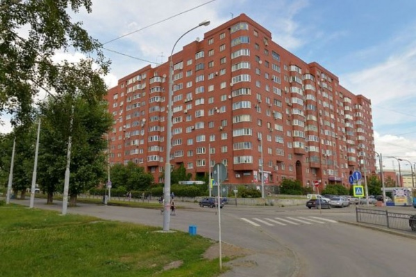 У бизнесмена забрали двухуровневую квартиру в доме неподалеку от парка Маяковского
