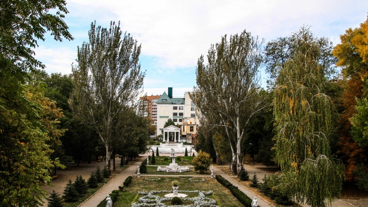 Суд в Ростове отказался ликвидировать фирму, которая продавливает проект гостиницы в парке Горького