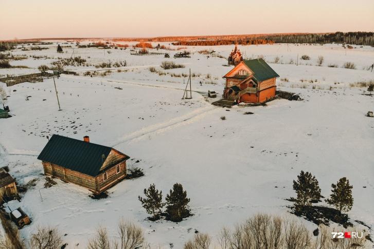 Здесь всего один дом и церковь. Репортаж из «секретного» реабилитационного центра