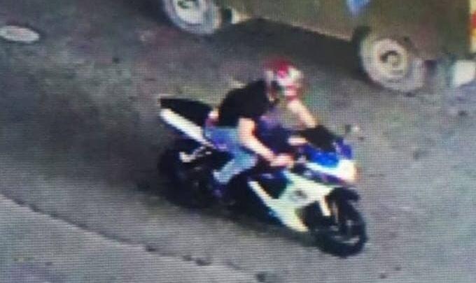 На Дону гонщик сбил полицейского и решил залечь на дно. Но забыл стереть приметные фото мотоцикла