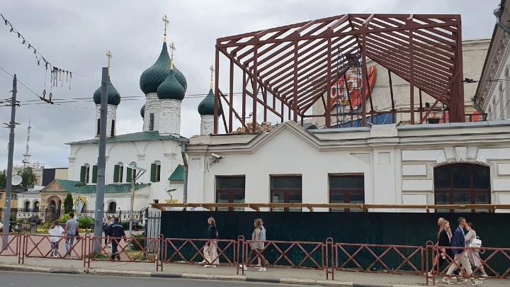 «Унылая городская среда»: Варламов раскритиковал надстройку к дому-памятнику в Ярославле