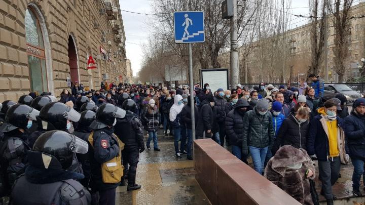 В Волгограде начались задержания участников несанкционированной акции протеста