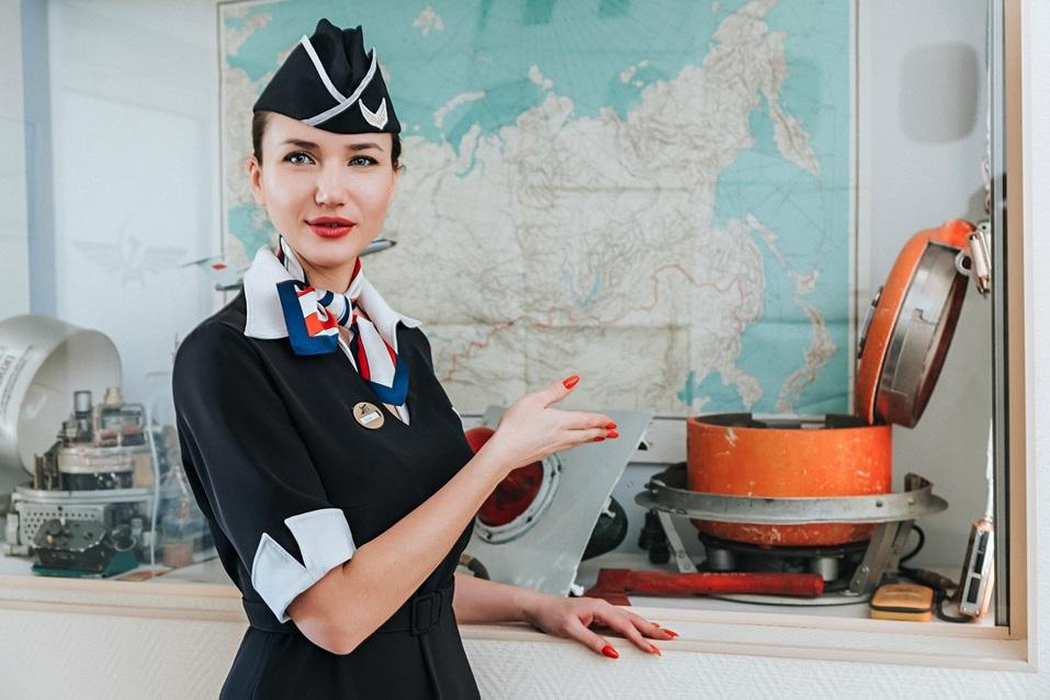 Перед полетом гостям проводят экскурсию, на которой можно узнать много интересного о мире авиации