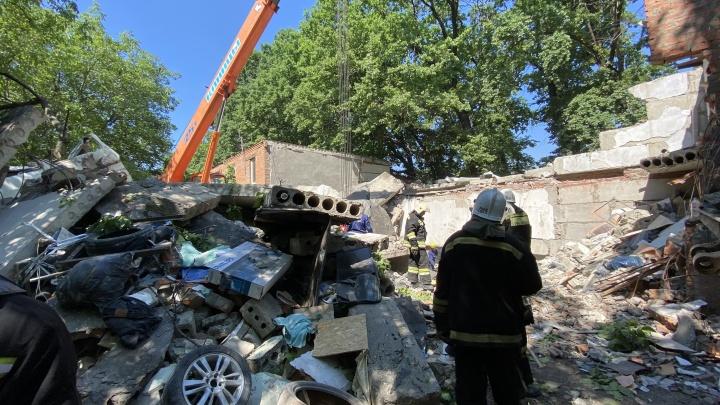 В Краснодаре во время взрыва гаража погибла девушка, ей оторвало голову — очевидцы