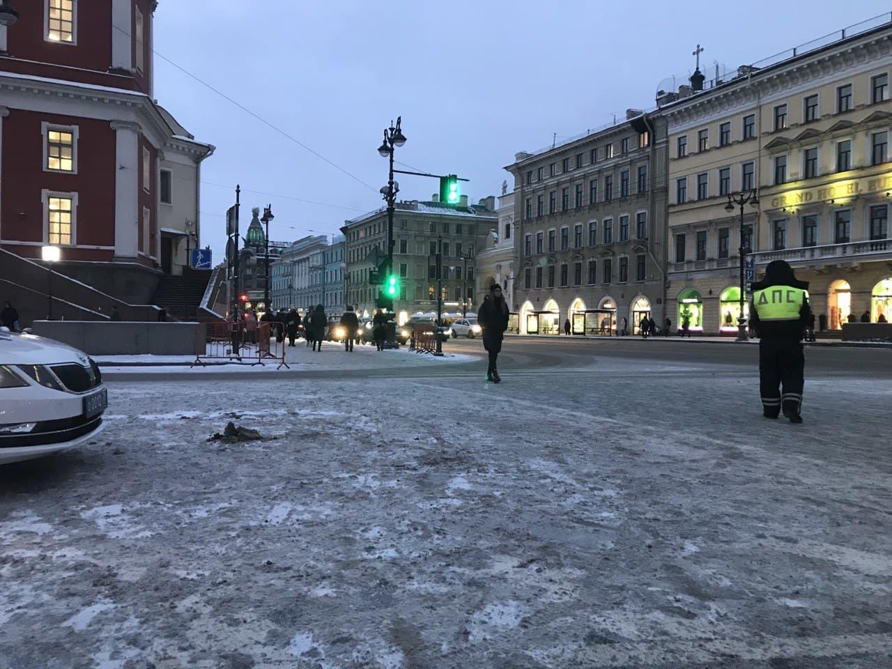 Угол Невского и Думской