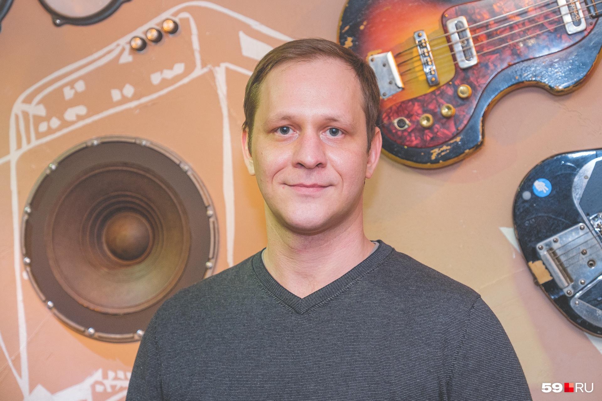 Кирилл Яшин помогал отцу с момента открытия бара, а сейчас является директором заведения