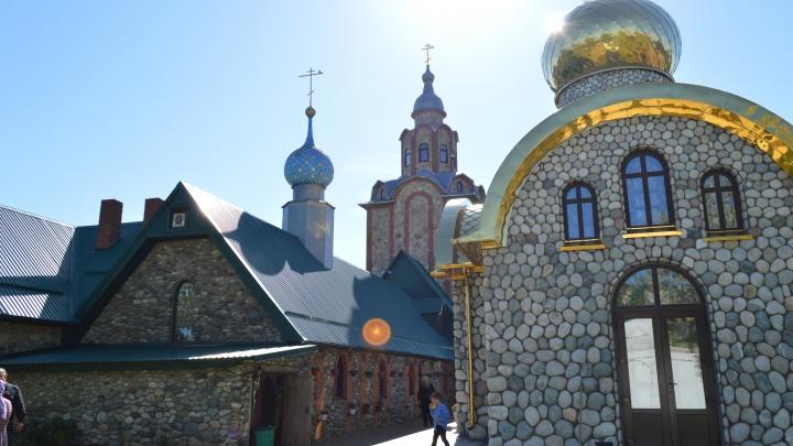 «Война против Христа». Как в Тимашевске продавливают идею о мусорном полигоне, а монахи, казаки и православные сопротивляются