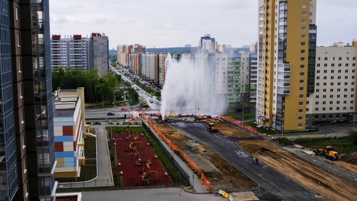 В Челябинске забил коммунальный фонтан высотой с 10-этажку