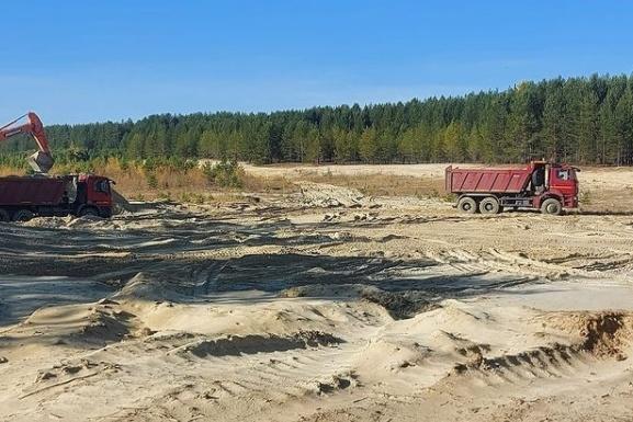 Песчаный карьер находится рядом со старым аэродромом