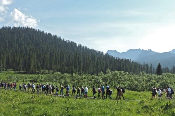 В «Ергаках» просят ходить большими группами только по основным туристическим тропам
