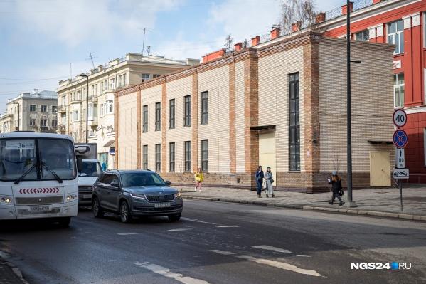 Здание хотели снести еще до Универсиады, но суд отказал в этом