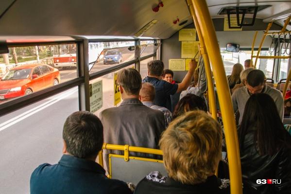 Чиновники считают, что в автобусах снизился пассажиропоток