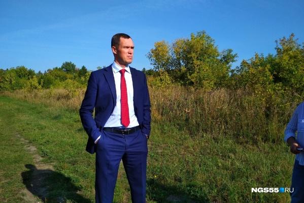 Илья Лобов отметил, что он сам дышит омским воздухом