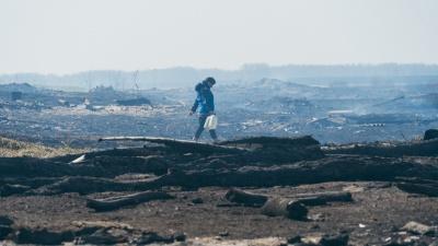 «День и ночь смотрим на это пепелище»: как живет деревня Каракуль спустя месяц после пожара