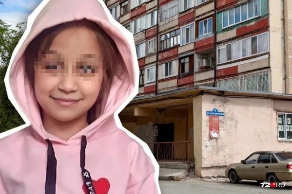Девочка жила в пансионате на Лесобазе — в доме на каждом этаже по десятку квартир, все они небольшой площади