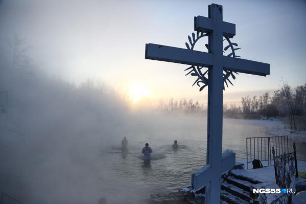 Крест озаряет теплый источник Ачаира