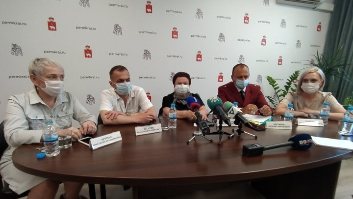 Почему в Прикамье вакцинируют только «Спутником V», как не заболеть после прививки и закроют ли кафе? Мнения экспертов