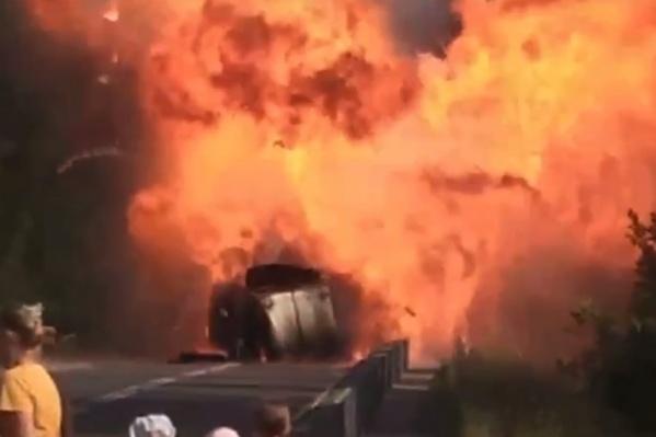 Взрыв попал на видео очевидцев