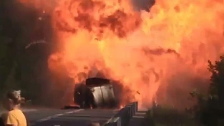 На трассе в Прикамье взорвалась «Газель». Видео