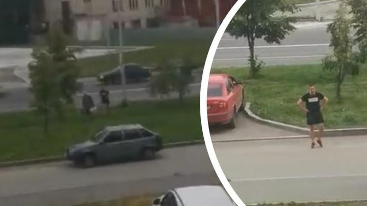 В Екатеринбурге напали на дедушку — смотрителя камеры видеофиксации