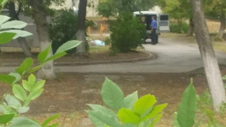 В Волгограде из окна инфекционного госпиталя выпал пациент