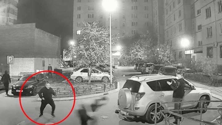 Мужчину, в которого стреляли в Тюмени на Клары Цеткин, выписали из больницы