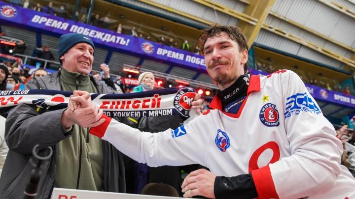 На 31-м году жизни скончался легендарный хоккеист «Енисея» Максим Ишкельдин