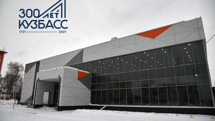В Белово наконец-то достроили новый автовокзал. Показываем, как он выглядит внутри и снаружи