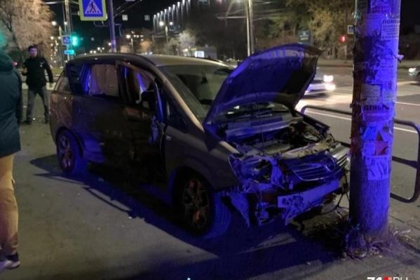 Авария произошла на пересечении с улицей Косарева