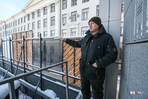 К гаражным боксам Сергея Луппова вплотную подобралась стройка