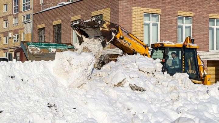 Снег в Нижнем Новгороде убирают 115 машин. В мэрии заявили о 370