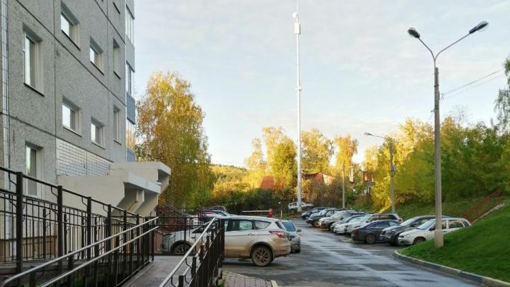 Полсотни жителей домов на Стасовой пожаловались властям на вышку сотовой связи. Они боятся облучения