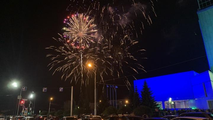 Салют на День нефтяника в Сургуте устроили газовики