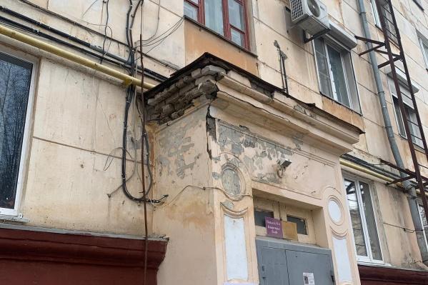 """Опасность грозит жителям дома по улице <nobr class=""""_"""">Чуйкова, 9</nobr>"""