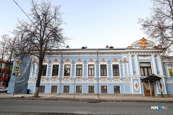 Фасад Литературного музея уже привели в порядок