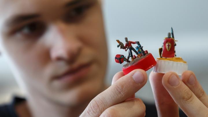 «Это и хобби, и первое детское воспоминание»: история волгоградца, всю жизнь создающего пластилиновые миниатюры