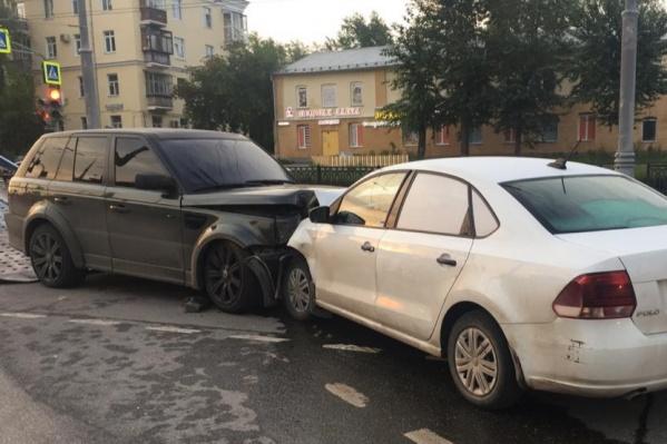Авария случилась на перекрестке улиц Репина и Крауля