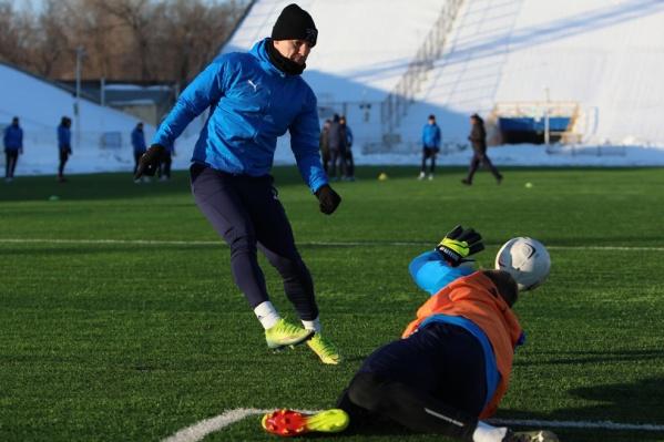 Игроки уже освоили поле «Металлурга» во время тренировок