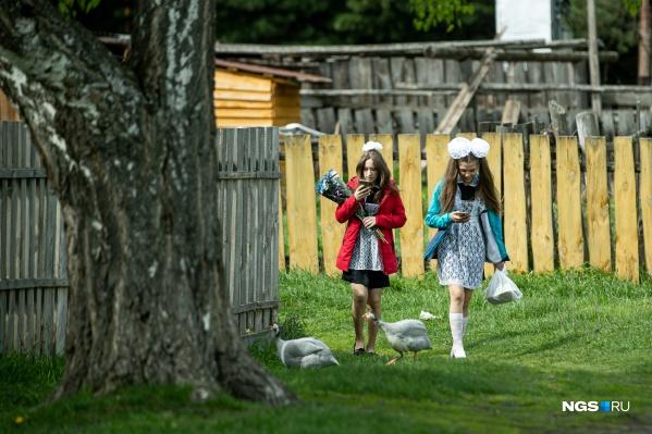 В 2021 году из юрт-акбалыкской школы выпускаются пять девятиклассников, среди них Гуля и Алина