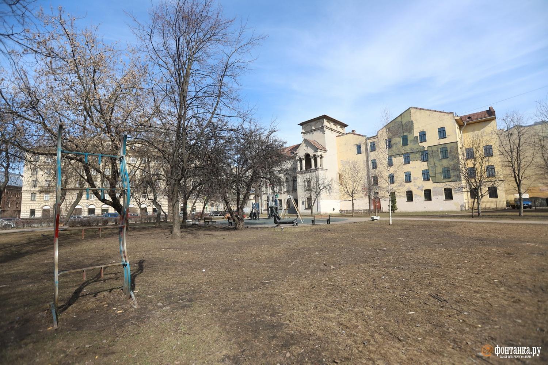 Сквер на пересечении Большой Пушкарской и Восковав Петроградском районе