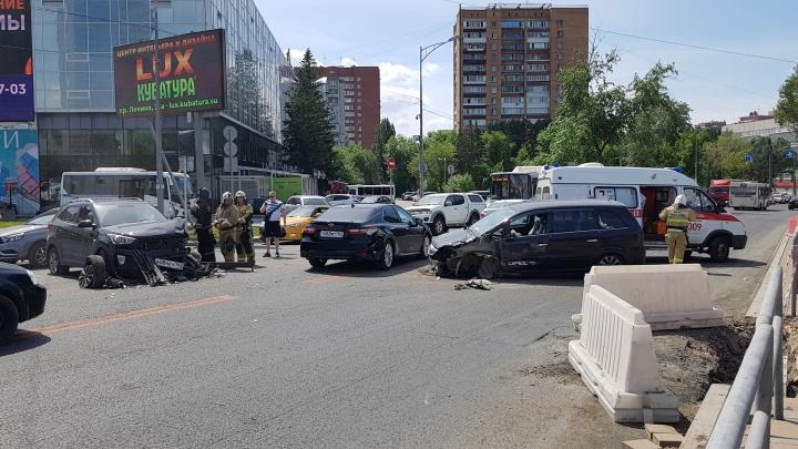 Адская пробка: Московское шоссе парализовало из-за ДТП
