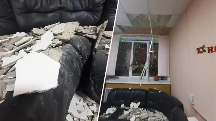 «Мы предупреждали чиновников»: в Ярославле в детской больнице обрушился потолок