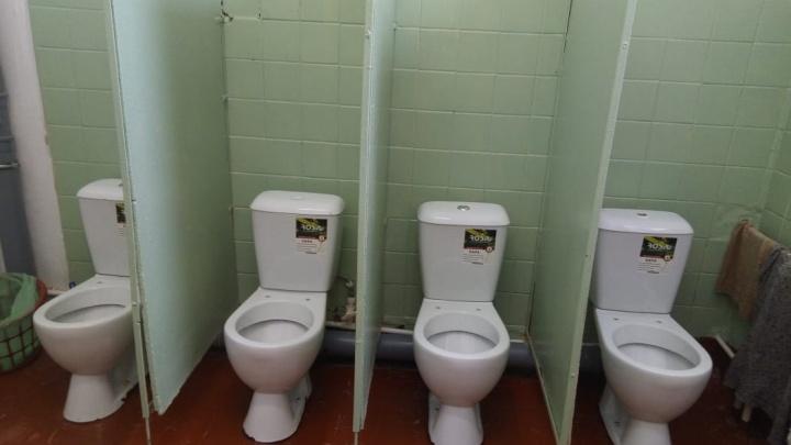 «Почему детей так унижают?»: мама из Переславля показала школьный туалет без дверей