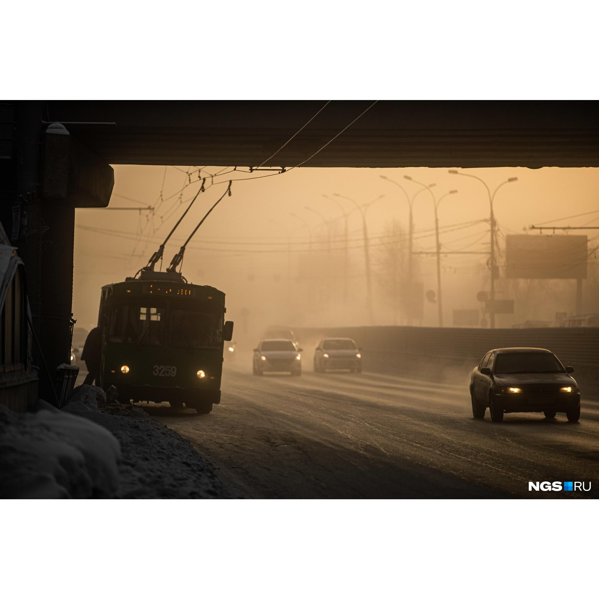 """Из-за суровых морозов автовокзалу накануне даже <a href=""""https://ngs.ru/text/gorod/2021/01/25/69722086/?utm_source=vk&amp;utm_medium=social&amp;utm_campaign=ngs"""" target=""""_blank"""" class=""""_"""">пришлось отменить</a> все автобусные междугородние рейсы&nbsp;"""