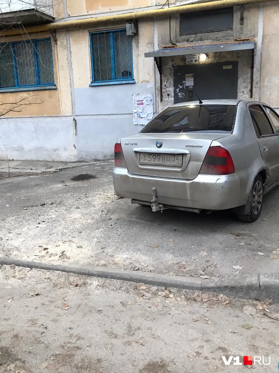 Дорожку явно ремонтировали не для автомобилей