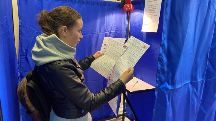 Мало информации о кандидатах, а вот голосовать три дня — удобно. Попросили нижегородцев поделиться мнением о выборах в этом году