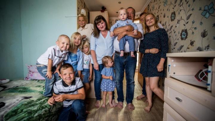 «Любаша проснулась бледненькой»: мама 10 детей из Новосибирска узнала о страшном диагнозе дочери