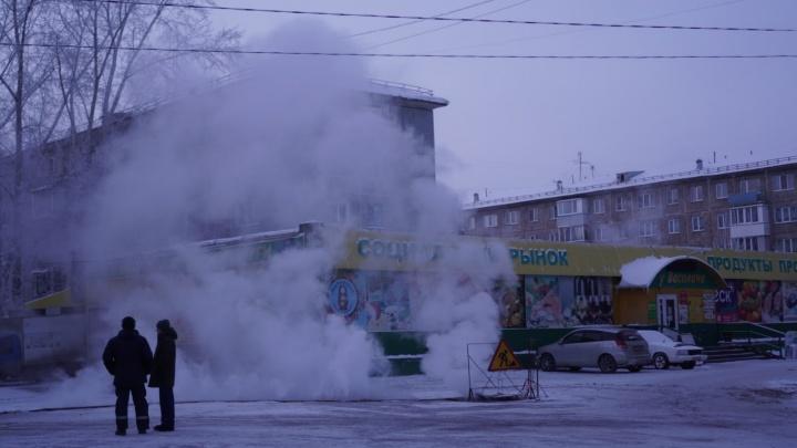 «Сегодня утром было 63 градуса»: омский рынок из-за коммунальной аварии превратился в баню