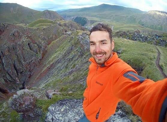 Дело новосибирского тревел-блогера Анатолия Гомзякова, обвиненного в убийстве, передают в суд